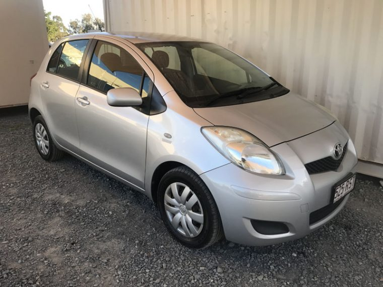 Hatchback-Toyota-Yaris-2010
