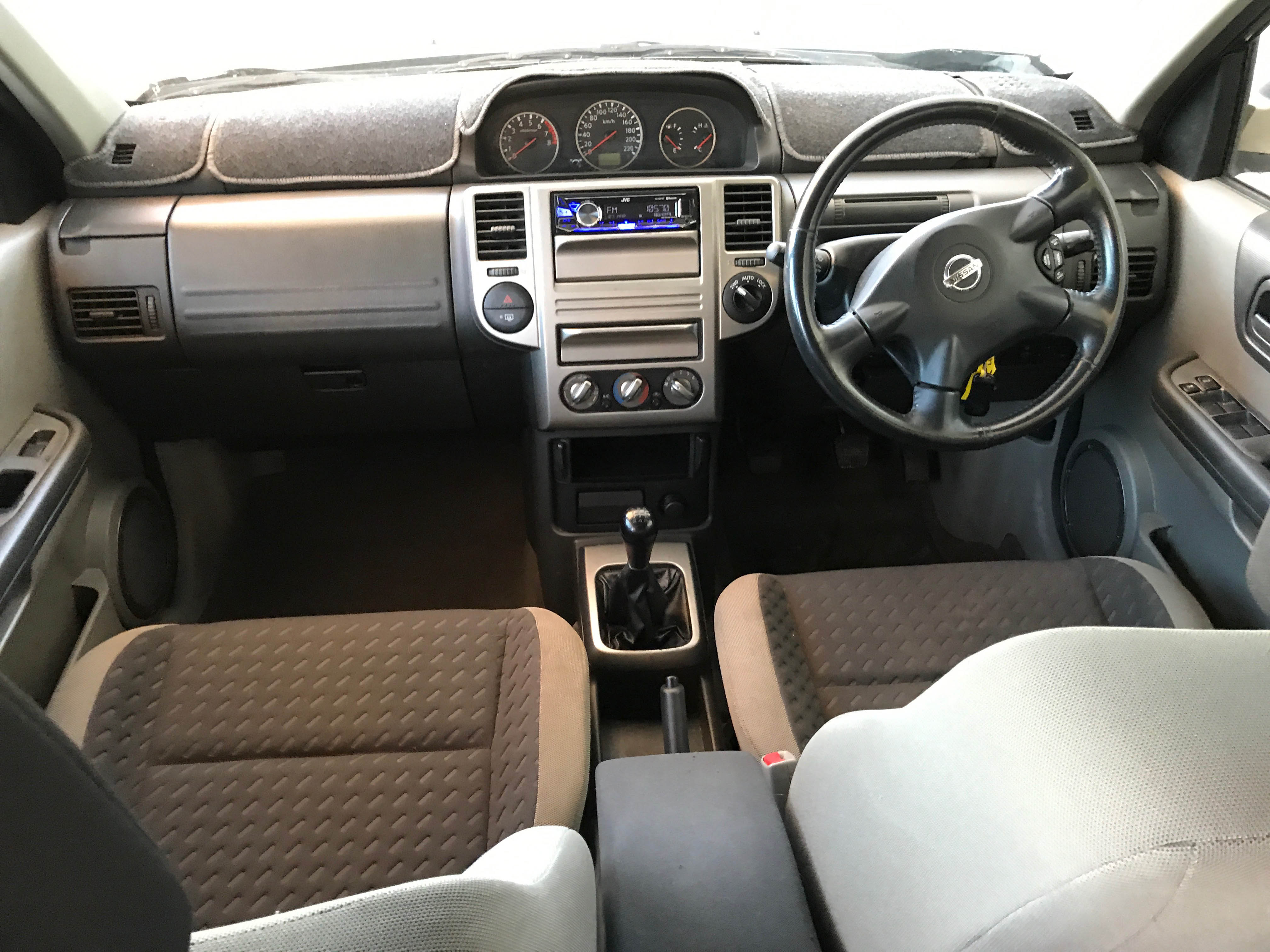 Cheap-Cars-Nissan-Xtrail-Gold-2006-for-sale-12