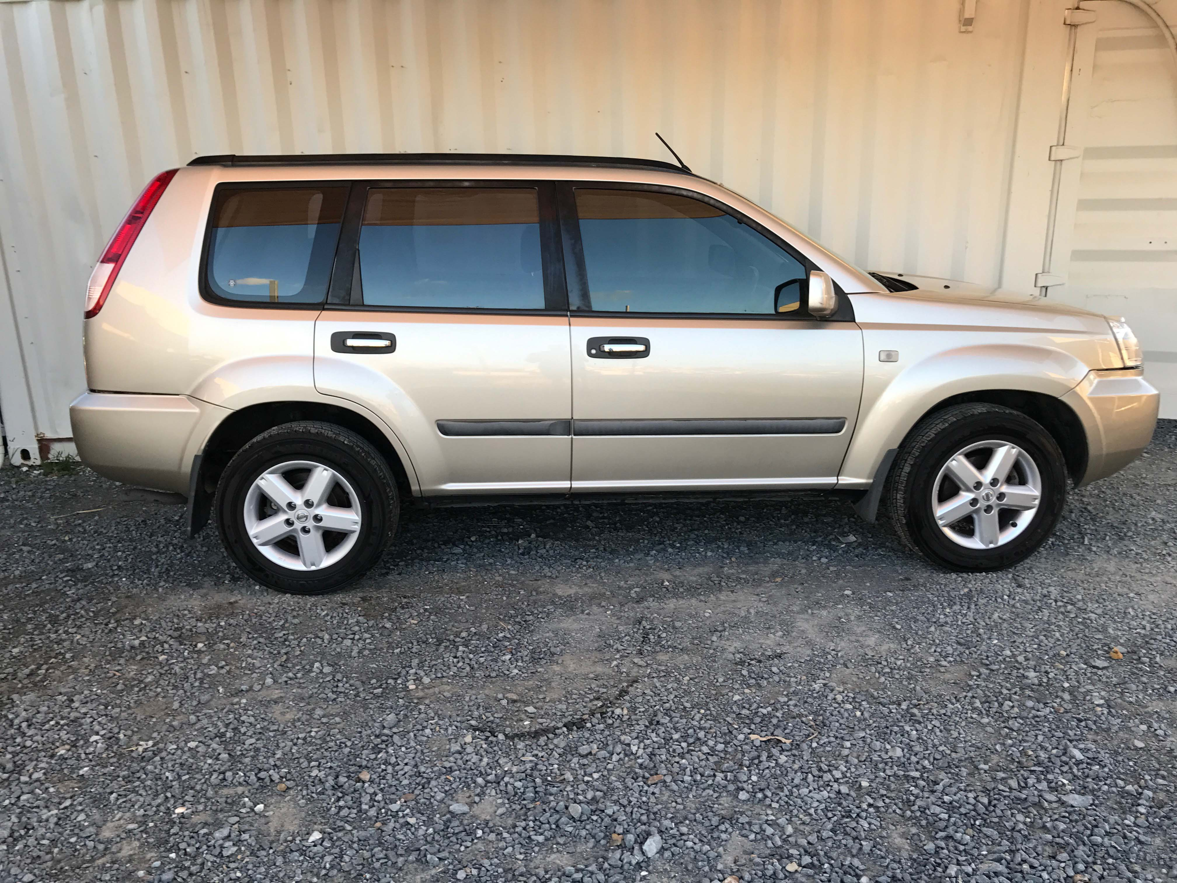 Cheap-Cars-Nissan-Xtrail-Gold-2006-for-sale-9