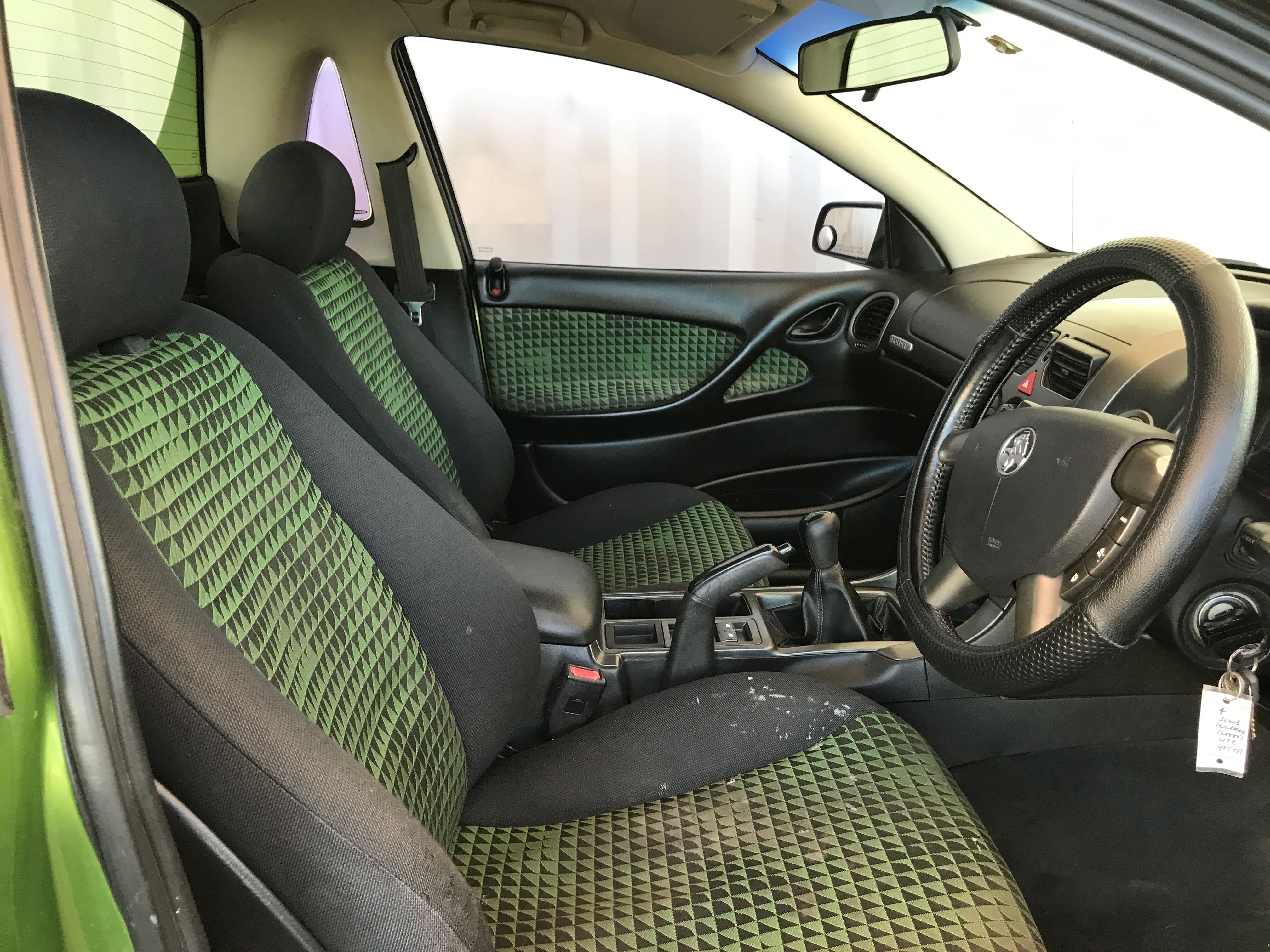 Manual Commodore Ute VY 6 cylinder with hardlid 2003 for sale 11-min