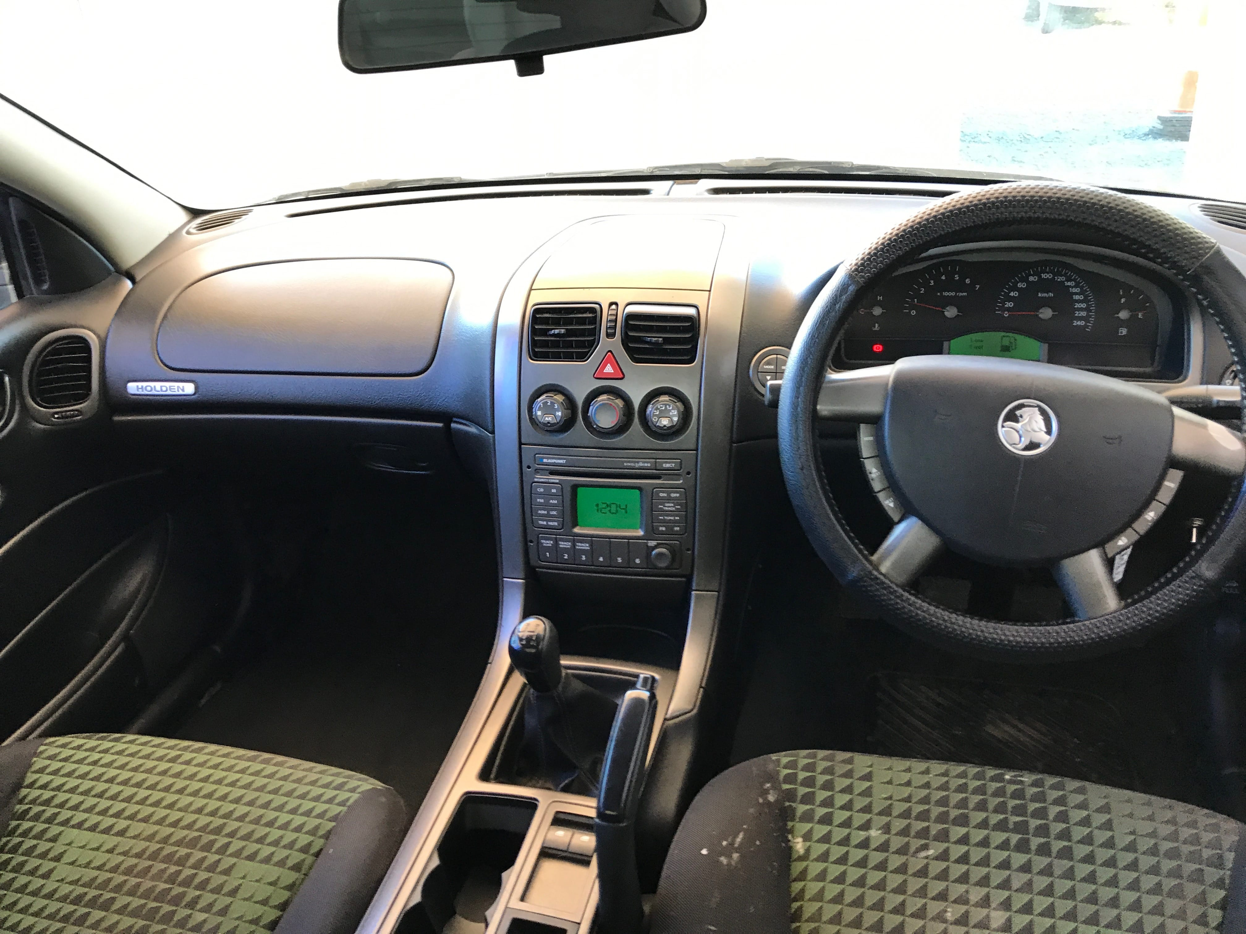 Manual Commodore Ute VY 6 cylinder with hardlid 2003 for sale 12-min