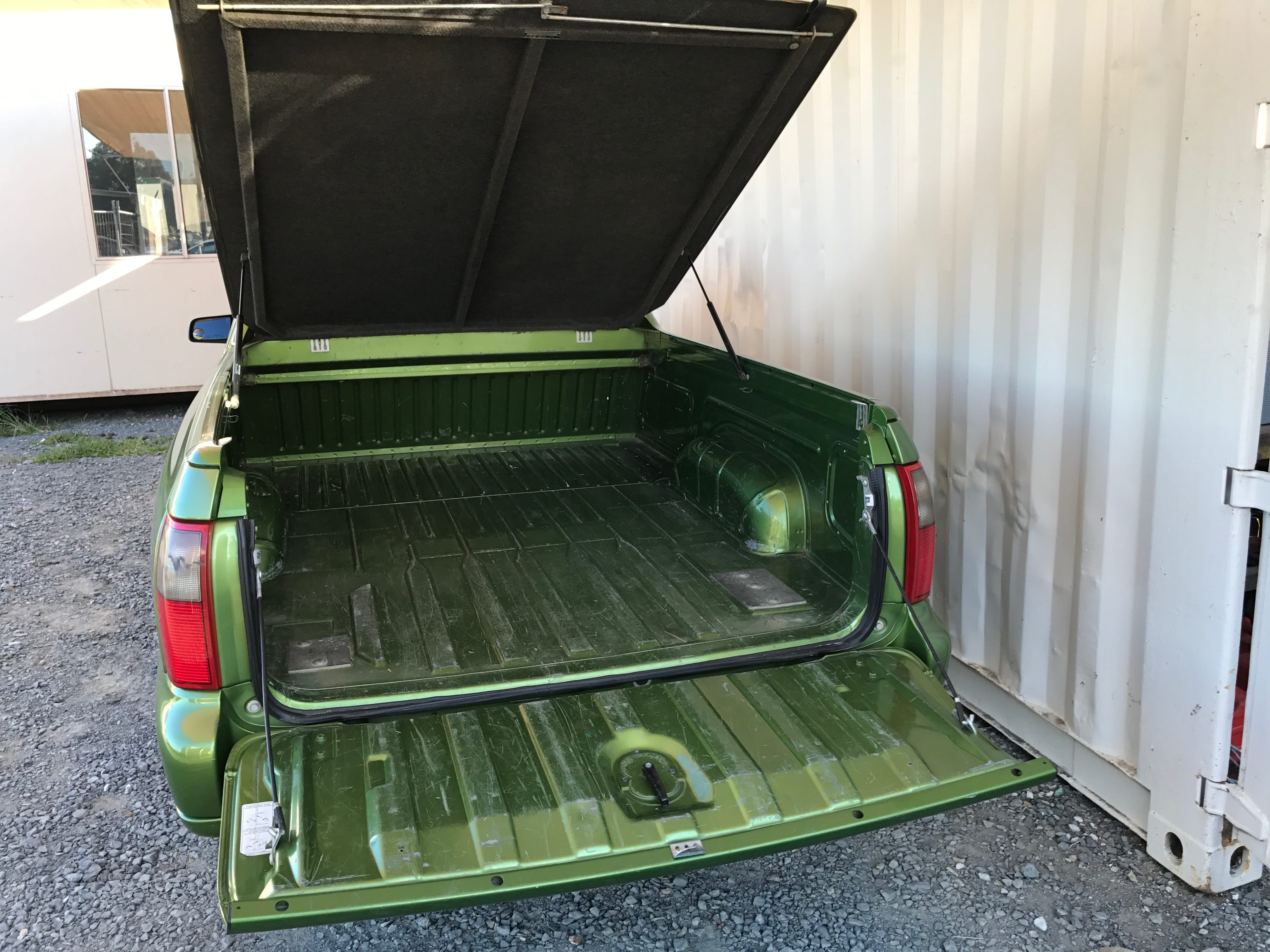 Manual Commodore Ute VY 6 cylinder with hardlid 2003 for sale 7-min