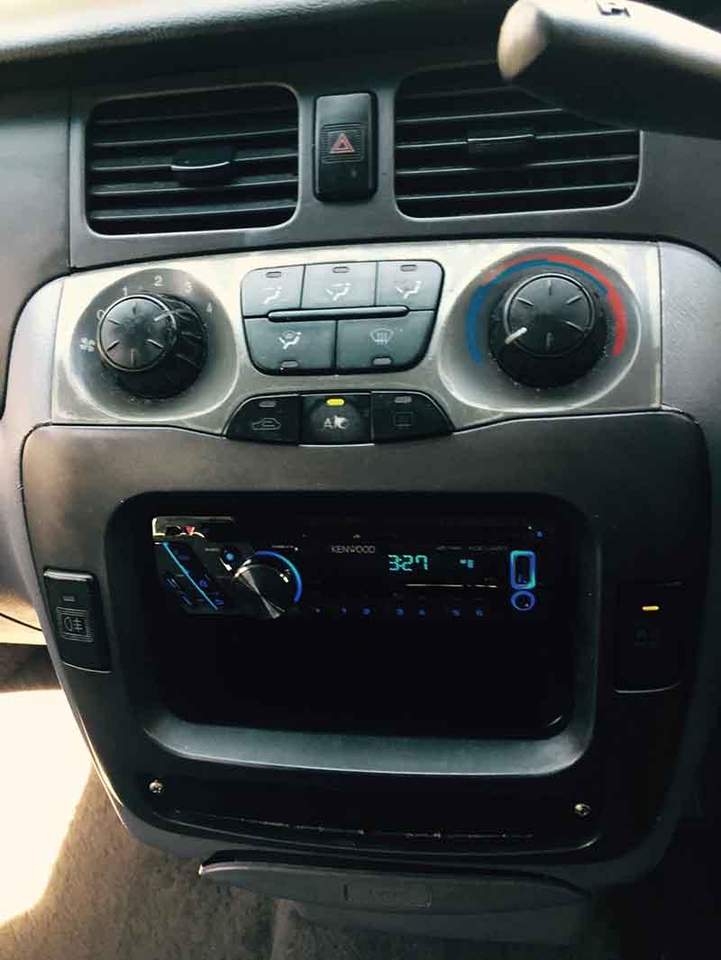 2001 Hyundai Trajet 7 Seater MPV Red - Used Vehicle Sales