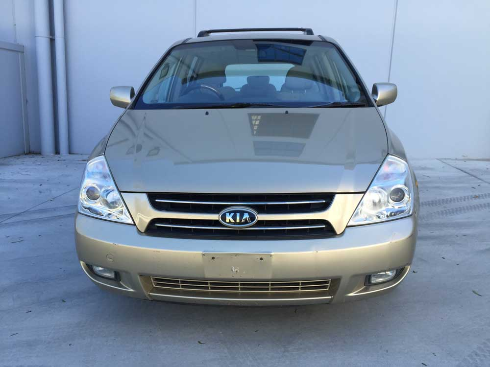 2007 Kia Carnival 8 seater Automatic Gold - Used Vehicle Sales