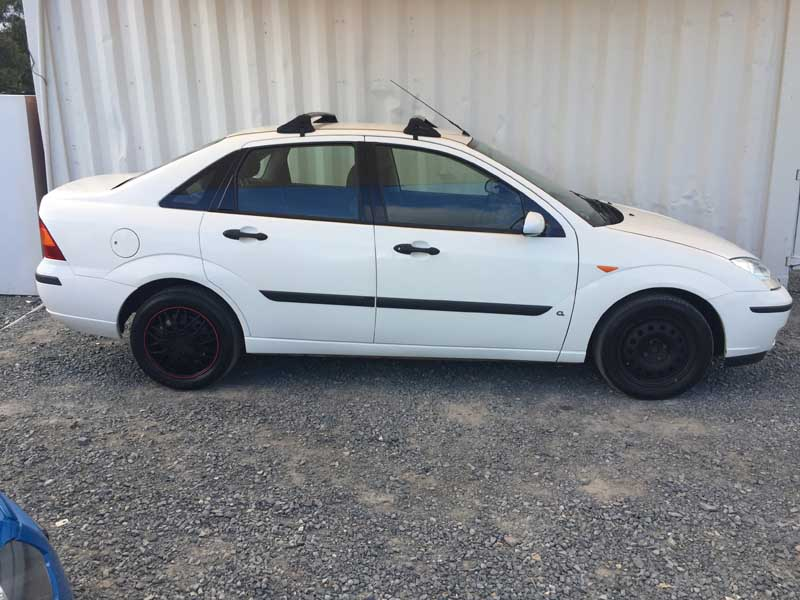 ford focus sedan 5 speed manual 2003 white 8 used. Black Bedroom Furniture Sets. Home Design Ideas
