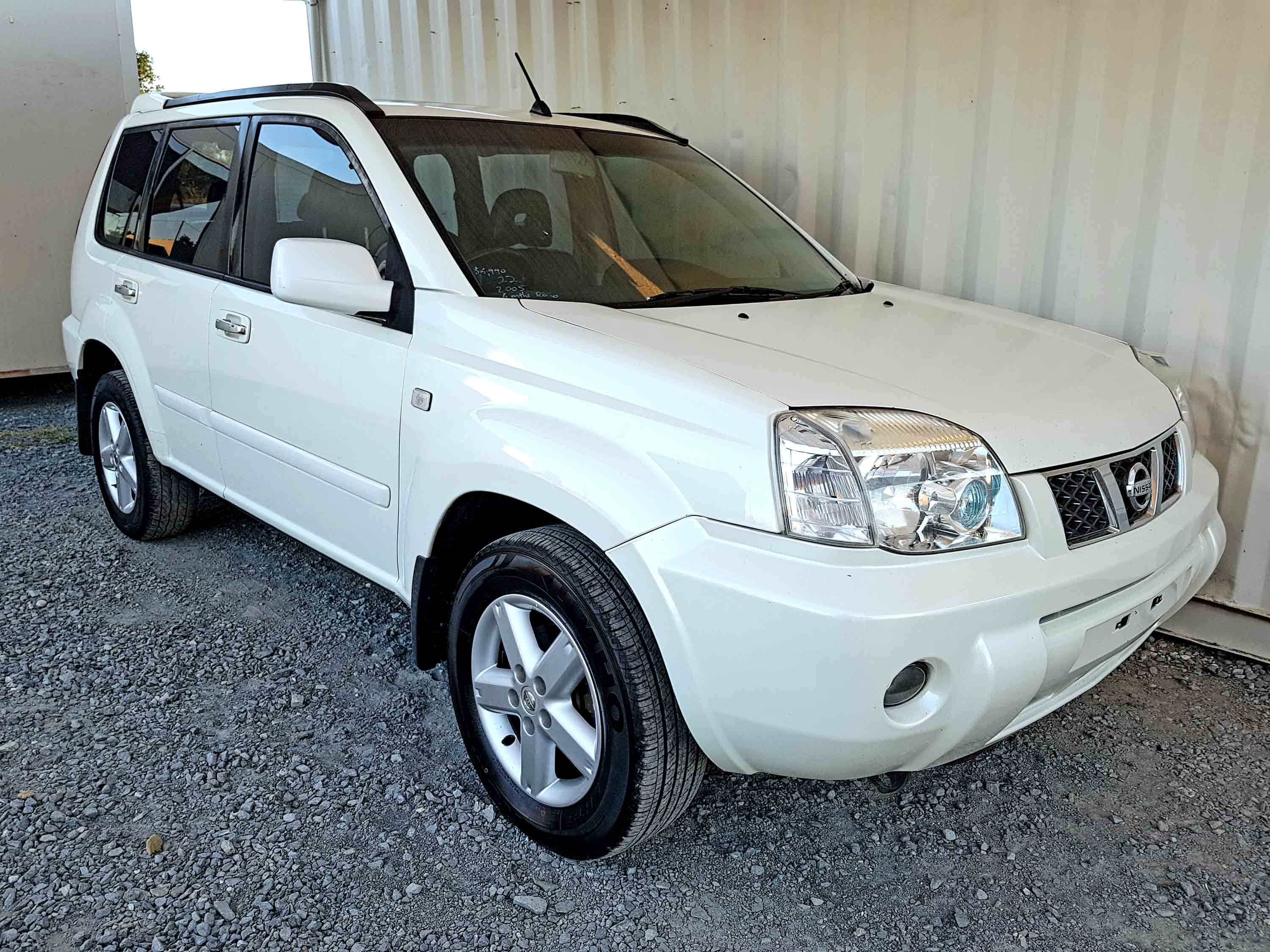 automatic 4x4 suv nissan x trail ti 2005 white used vehicle sales. Black Bedroom Furniture Sets. Home Design Ideas