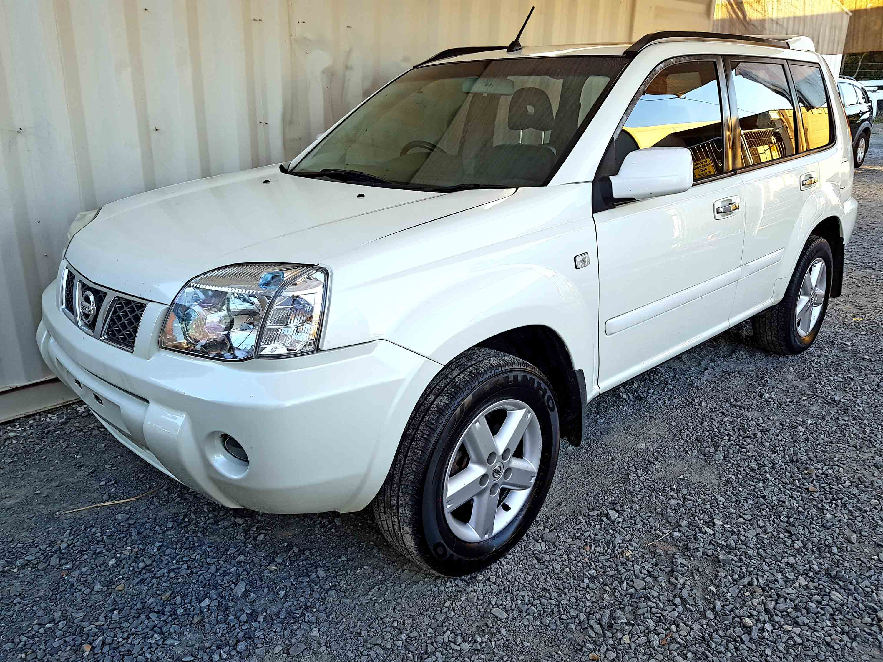 automatic 4x4 suv nissan x trail ti 2005 white used. Black Bedroom Furniture Sets. Home Design Ideas