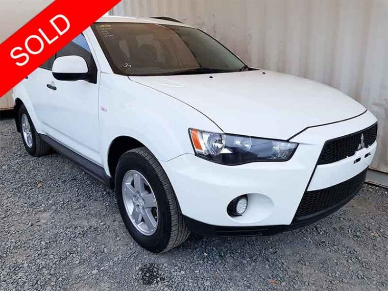 Safe-Reliable-SUV-Mitsubishi-Outlander-white-5-Speed-Manual