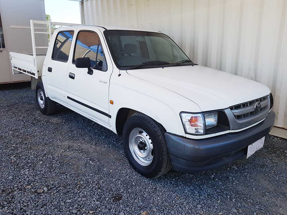 toyota hilux dual cab 2001 white for sale 5 490 used vehicle sales. Black Bedroom Furniture Sets. Home Design Ideas