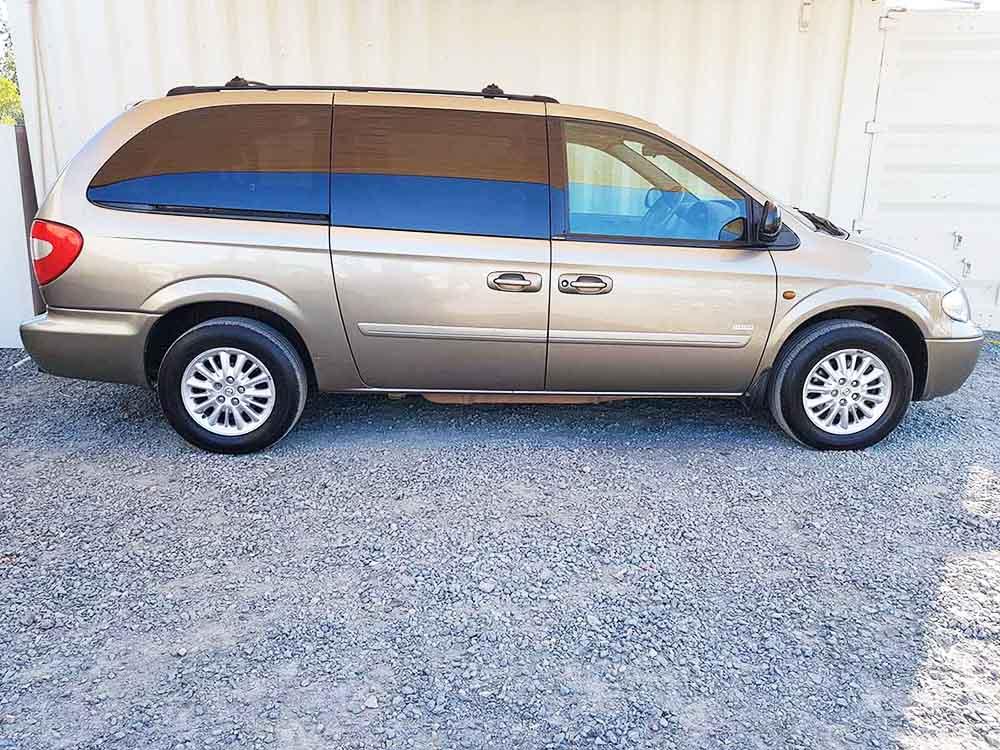 chrysler grand voyager 2006 gold used vehicle sales. Black Bedroom Furniture Sets. Home Design Ideas
