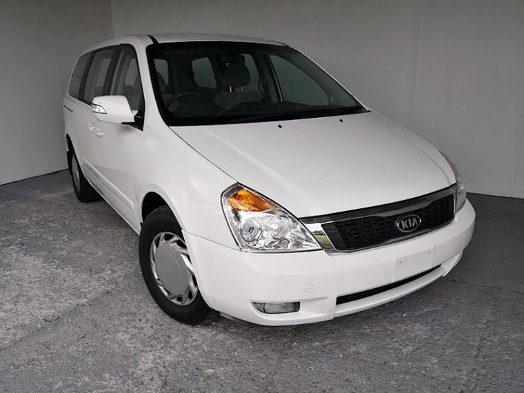 Automatic 8 Seat People Mover Kia Carnival 2012 White -